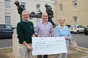 Golf club donates £10,000 to armed services charity